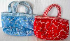 2 Einkaufstaschen blau und rot aus Stoff