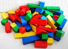 Holzklötze verschiedene Farben und Formen