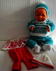 Puppe Knabe mit grün/weisser Pullover