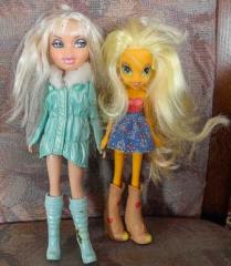 2 Puppen mi langen Haaren