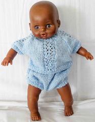 Puppe dunkelhäutig mit blauem Anzügli