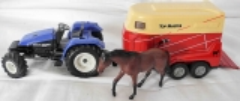 Traktor blau mit Pferdeanhänger und 1 Pferd