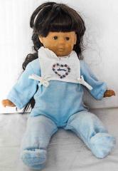 Puppe mit blauem Anzug