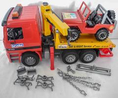 Abschlepp-LKW rot/gelb mit Geländewagen von Bruder