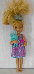 Barbie Kind mit lila Kleid und Häschen