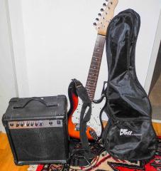 E-Gitarre mit Hülle und Verstärker