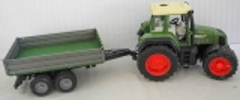 Traktor grün Favorit 926 mit Anhänger von Bruder