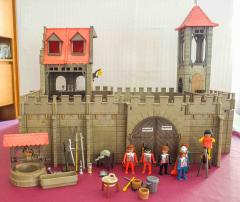 Burg mit Turm und Haus Nr. 3450