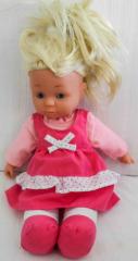 Puppe mit rosa Kleid