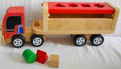 Holz-Lastwagen mit Formen