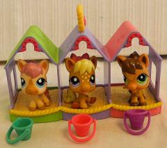 Tier-Familien-Trio Ponys