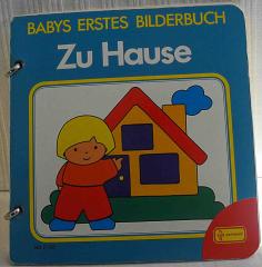 Babys erstes Bilderbuch zu Hause
