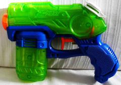 Wasserpistole grün/blau