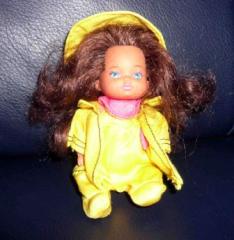 Barbie Kind mit gelber Jacke