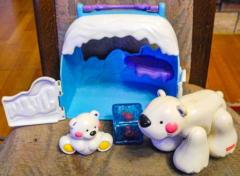Eisbär mit Baby in Eishöhle von Fisher Price